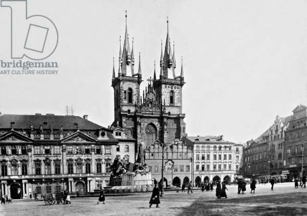 The Old Town Square in Prague, 1922 (b/w photo)