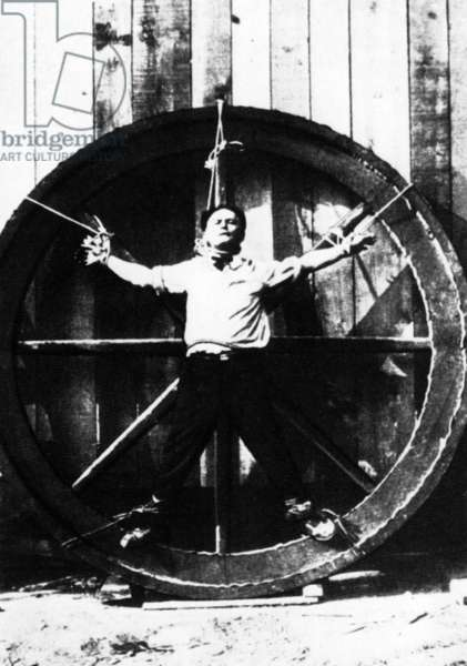 Magician Harry Houdini (b/w photo)