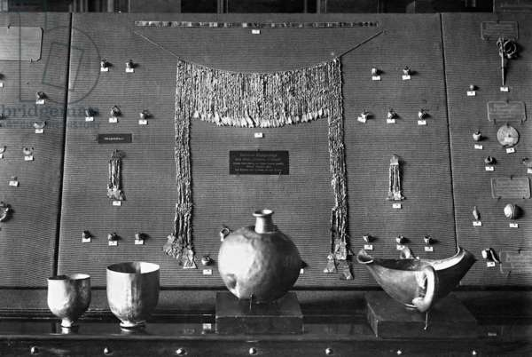 The 'Treasure of Priam', found by Heinrich Schliemann in 1873 during the excavations at Troy, exhibited in the Berlin Museum of Ethnology, 1922 (b/w photo)