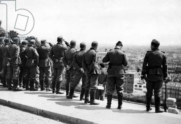German soldiers on Montmartre, 1940 (b/w photo)