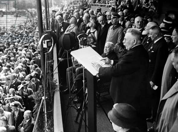 Alfred Hugenberg, Paul von Hindenburg at the opening of an agricultural exhibition, 1933 (b/w photo)