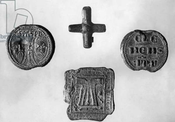 Remains from early Christian times in Tier (b/w photo)