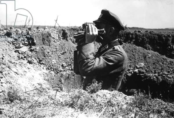 German officer on the Eastern Front, 1942 (b/w photo)