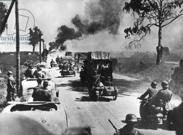 A German motorised division during the advance on Warsaw, September 1939 (b/w photo)