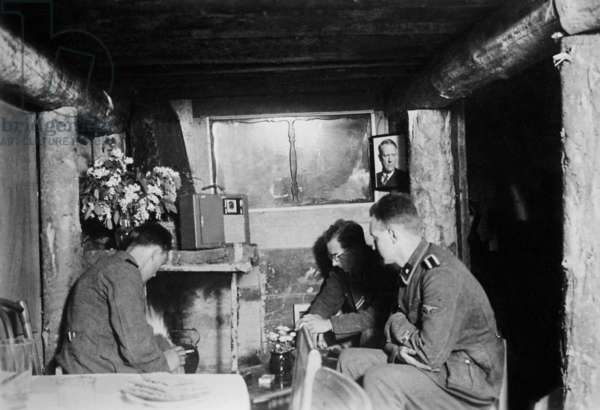 Bunker with SS soldiers of Norwegian descent in Leningrad, 1942 (b/w photo)