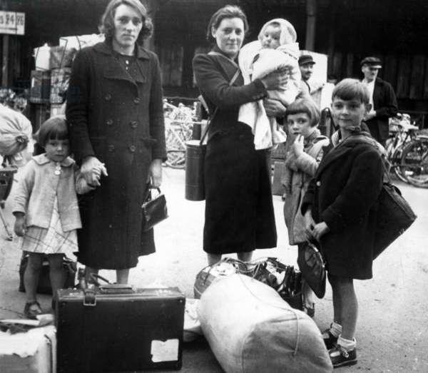 Return to Paris, 1940 (b/w photo)