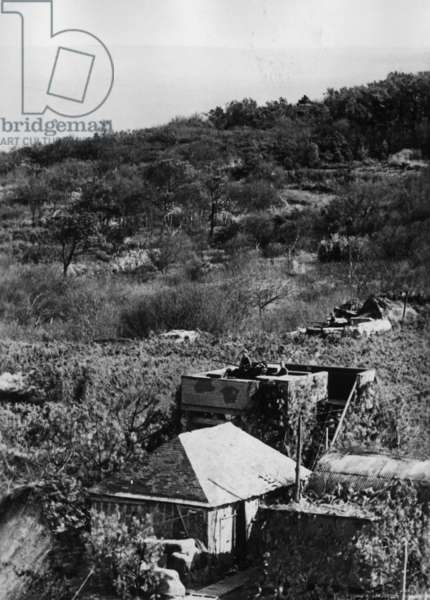 German anti-aircraft bunker near the Channel coast, 1941 (b/w photo)