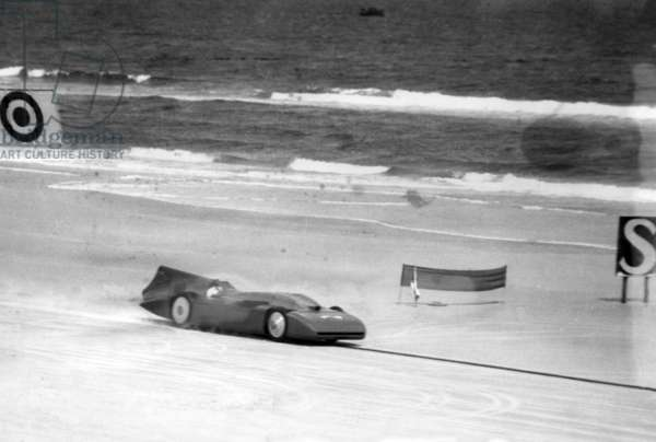 Sir Malcolm Campbell's record attempt in Florida, 1935 (b/w photo)
