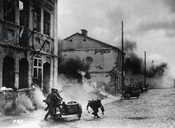 German soldiers during the invasion of Poland, 1939 (b/w photo)