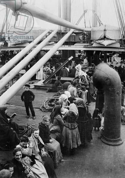 German emigrants on the deck of the passenger ship 'Vaterland' of the Hamburg-America Line, 1900 (b/w photo)