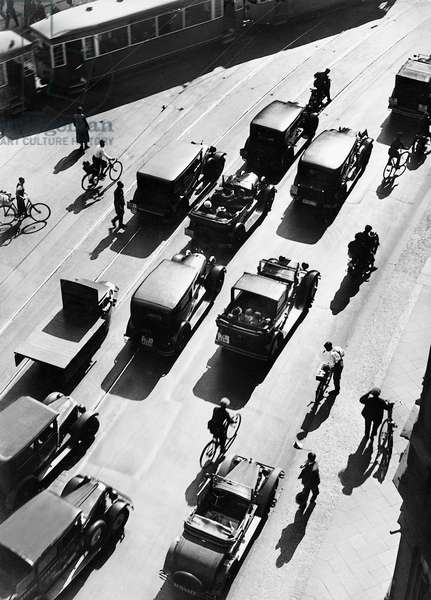 Traffic, Berlin, 1938 (b/w photo)