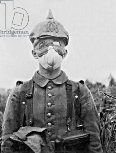A German soldier of the infantry regiment no 106 wearing a gas mask on the Western Front, 1915 (b/w photo)