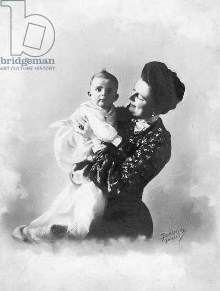 Sophie von Hohenberg, wife of the Archduke Franz Ferdinand, and her son Ernst, 1905 (b/w photo)