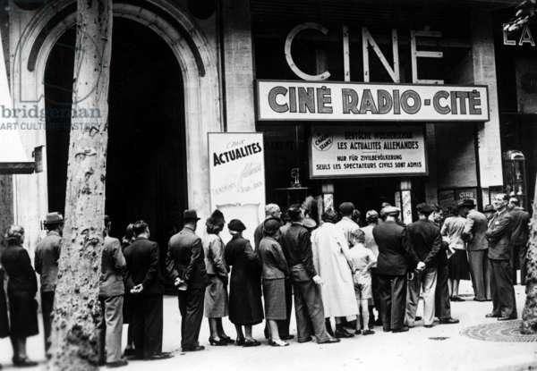 Wochenschau (Weekly Review) in a French cinema in Paris, 1940 (b/w photo)