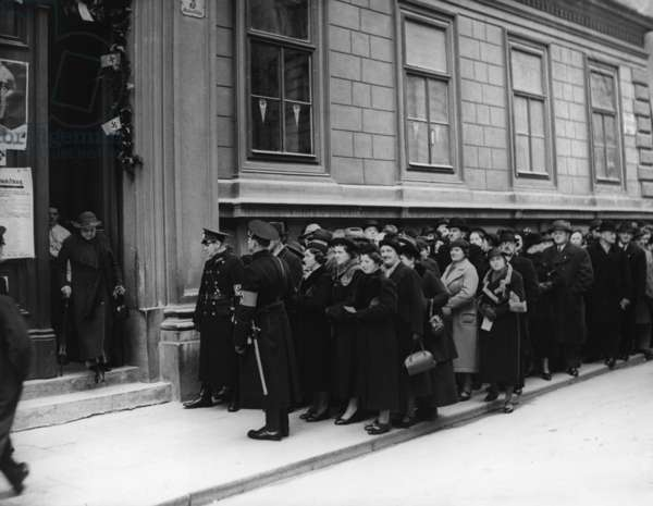 Viennese polling station, 1938