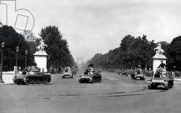 Military parade on the Champs-Elysees in Paris, 1941 (b/w photo)