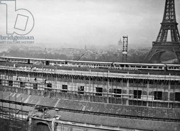 Construction site of the New Trocadero, 1937 (b/w photo)