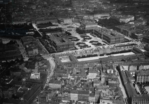 Birds eye view of the Vienna Hofburg, 1913 (b/w photo)