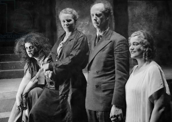Rose Pauly, Marie Gutheil-Schoder, conductor Wilhelm Furtwangler and Victoria Ursulesc accept applause after a performance of 'Elektra' by Hugo von Hofmannsthal and Richard Strauss, on stage at the State Opera, Berlin, Germany, 1933 (b/w photo)