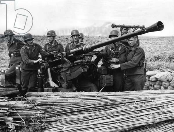 Medium calibre anti-aircraft gun at the Siegfried Line, 1939 (b/w photo)