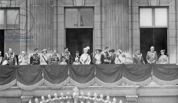 The royal family with their relatives on the balcony of the Buckingham Palace, 1935 (b/w photo)