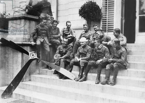 Manfred von Richthofen with fellow fighter pilots (b/w photo)