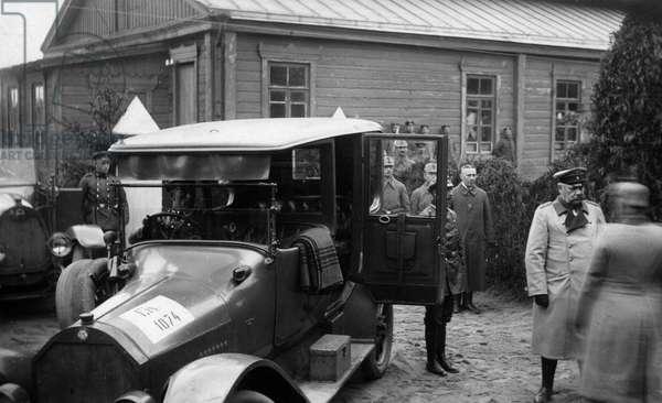 Paul von Hindenburg in Siauliai, 1916 (b/w photo)