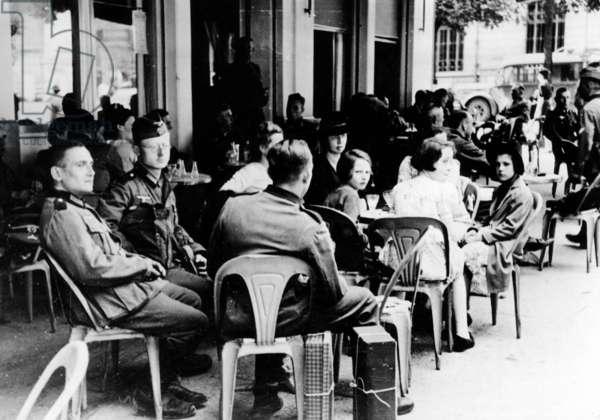 French cafe in Paris, 1940 (b/w photo)