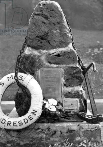 Memorial stone for the sunken SMS Dresden, 1931 (b/w photo)