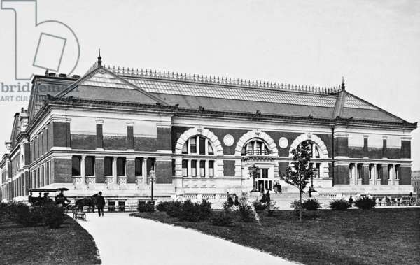 Metropolitan Museum of Art in New York (b/w photo)