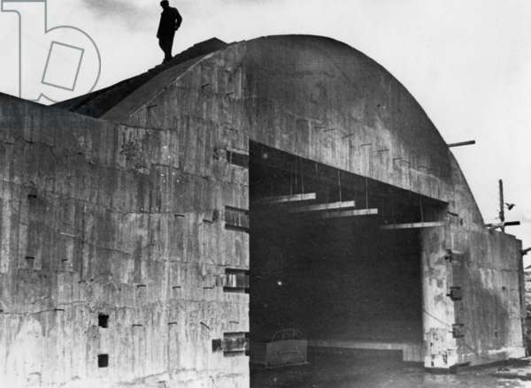 Construction of a German coastal fortification on the Atlantic Wall (b/w photo)