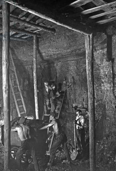 Coal mining, 1935