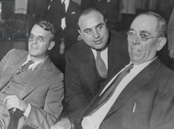 Al Capone between two lawyers (b/w photo)