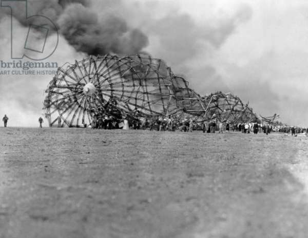 Crash of the airship LZ 129 Hindenburg, Lakehurst 1937 (b/w photo)