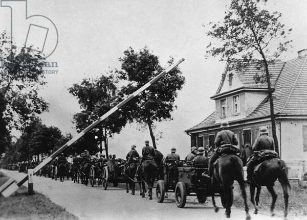 A German artillery unit crossing the border into Poland at the Schoenwald toll house, midday 1st September 1939 (b/w photo)