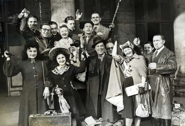 French theatre actors on their way to Germany, 1943 (b/w photo)