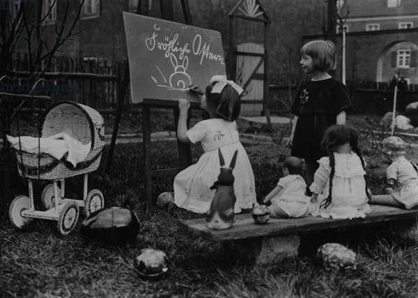 Easter, 1927 (b/w photo)
