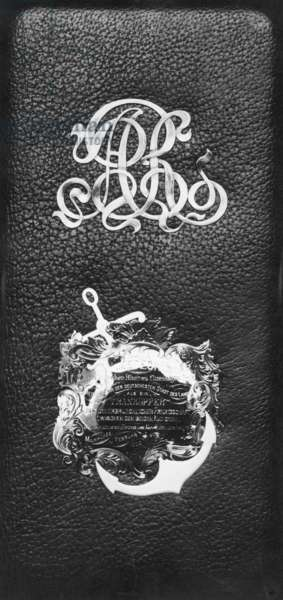 Leather case for the champagne bottle for the christening of the Meteor III, 1902 (b/w photo)