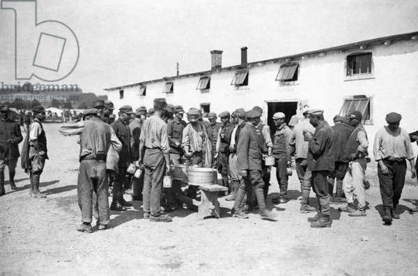 Italian prisoners of war at lunch, 1918 (b/w photo)