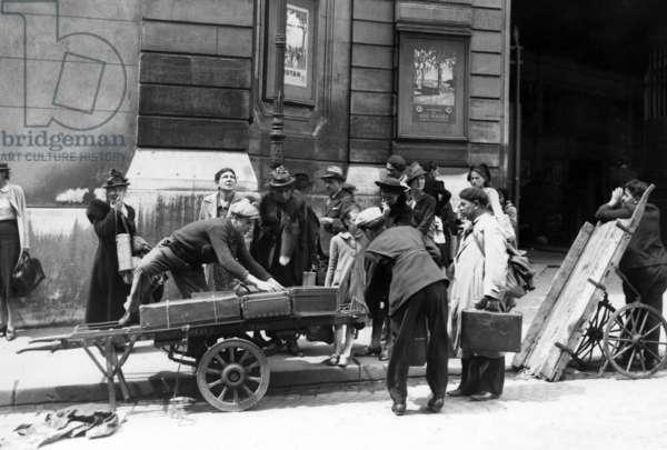 Civil population in Paris, 1940 (b/w photo)