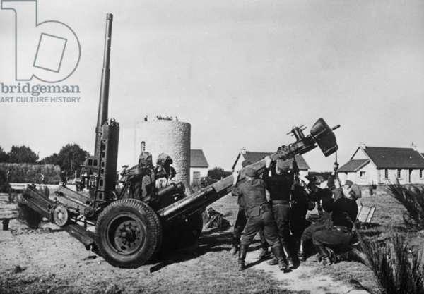 German naval antiaircraft artillery on the Atlantic Wall, 1940 (b/w photo)