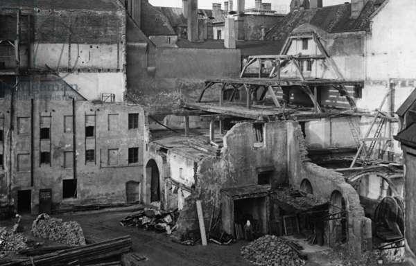 Demolition of the building of Muenchner Neueste Nachrichten, around 1900