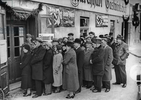 Queuing in front of a polling station in Spitz an der Donau, 1938
