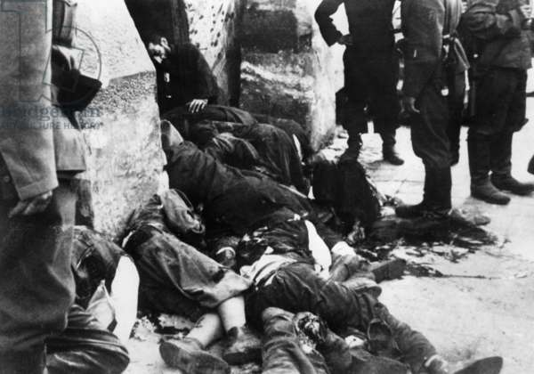 Killed participants in the uprising in the Warsaw Ghetto, 1943 (b/w photo)
