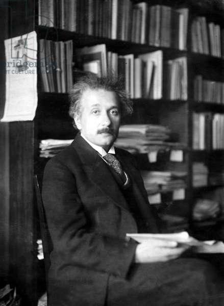 Albert Einstein, 1920 (b/w photo)