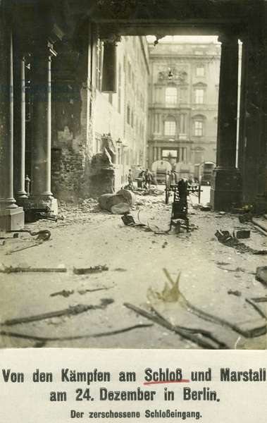 Destroyed entrance of the Berlin City Palace, 1918