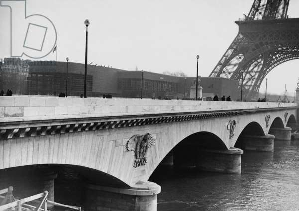 Iena bridge in Paris, 1937 (b/w photo)