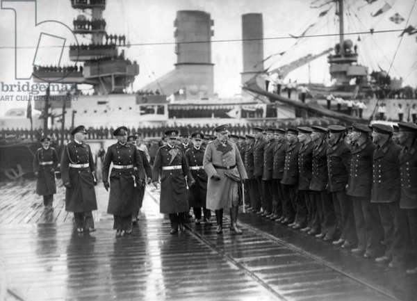Reich President Hindenburg before soldiers of the Reichsmarine, 1928