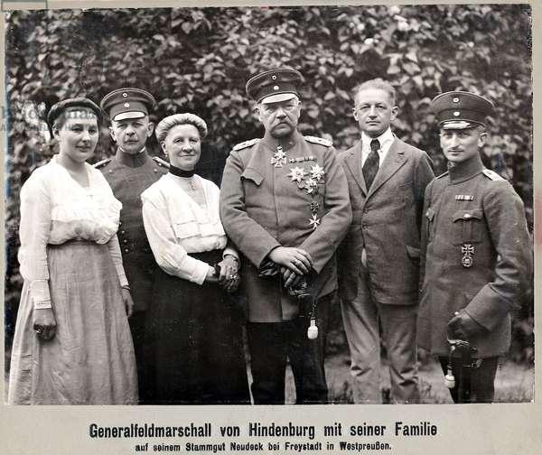 Paul von Hindenburg and his family, 1922 (b/w photo)