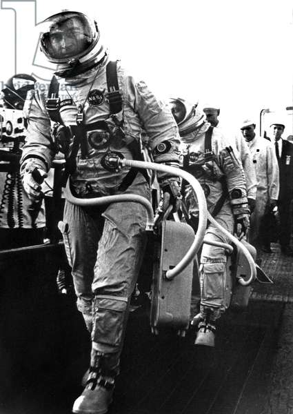Gemini 3 (march 23, 1965) : astronauts Virgil Gus Grissom and John Young starting Gemini 3 mission